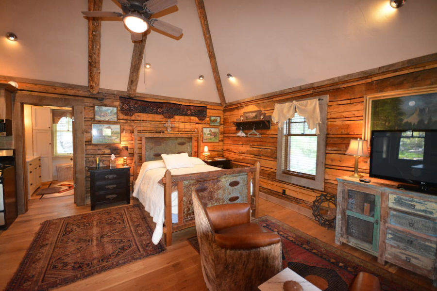Yellowstone airbnbs cabin with rustic vibes