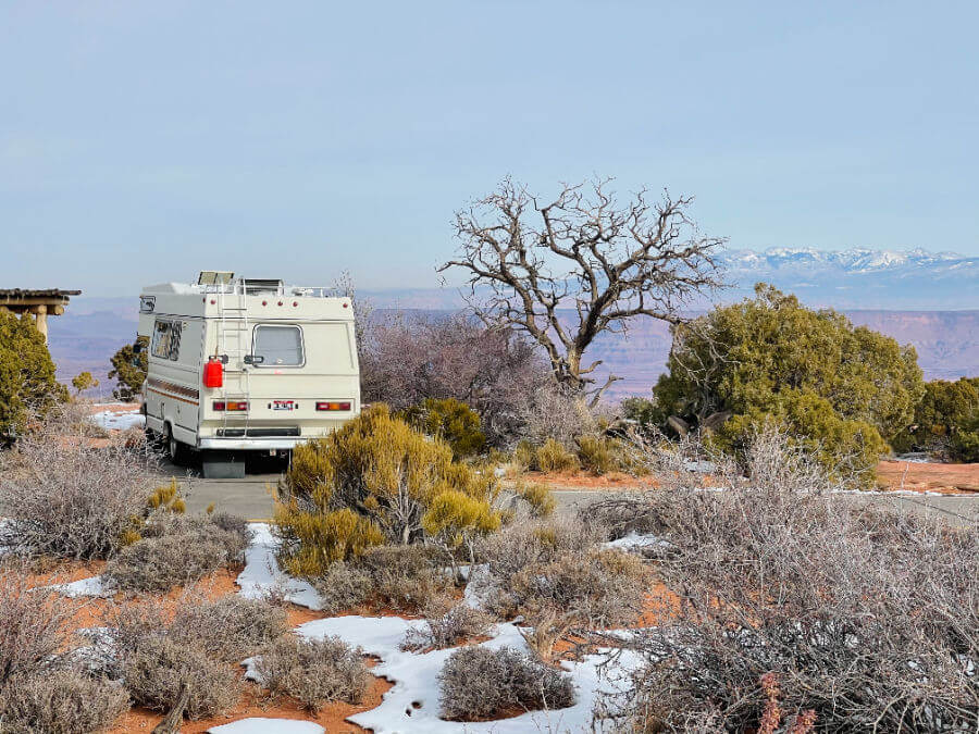 an rv on a Utah national parks road trip
